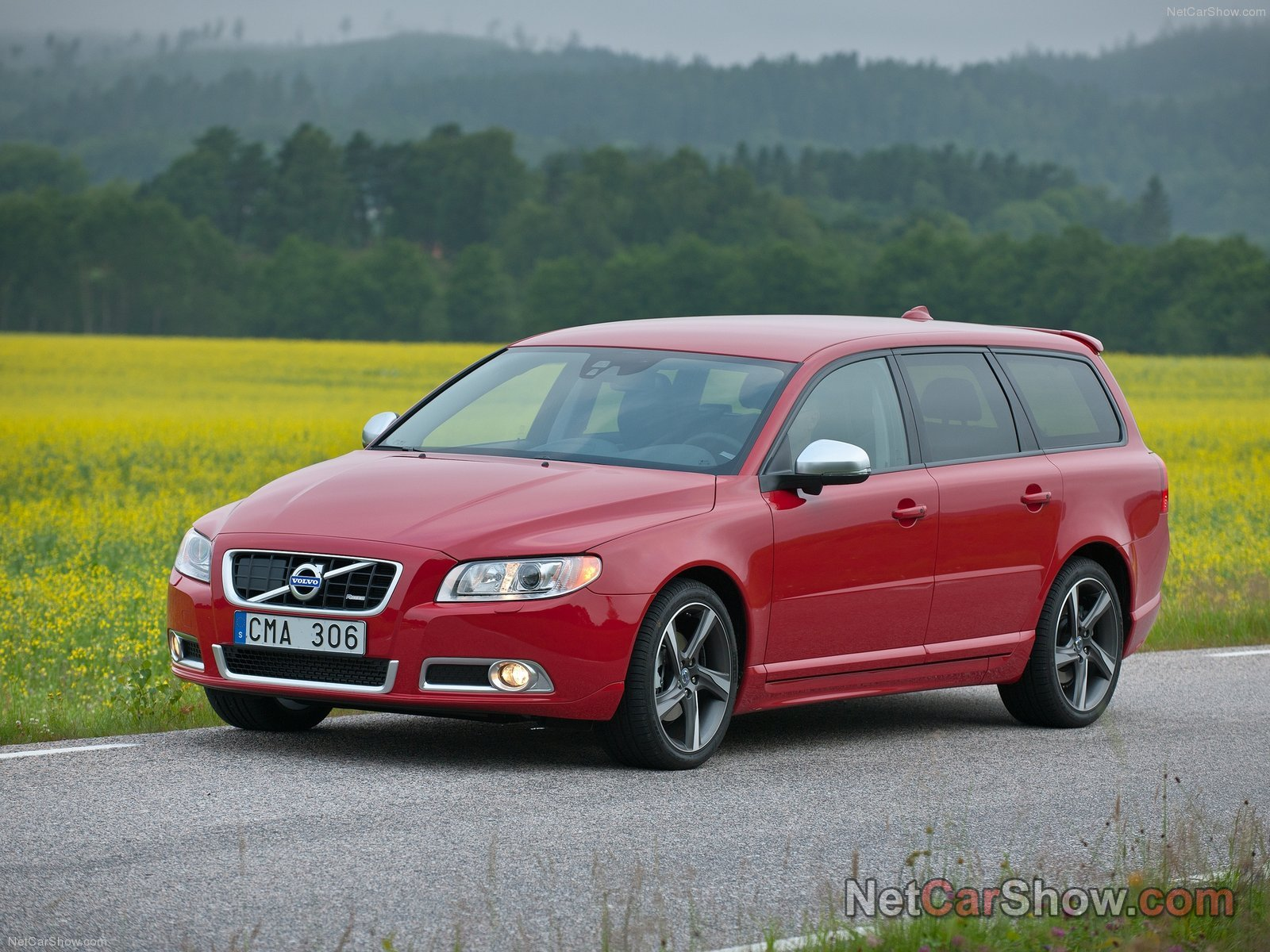 2011 Volvo XC70 - Price, Photos, Reviews & Features   2011 Volvo V70 Wagon
